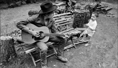 308 Bob Dylan w. son Jesse Dylan outside his Byrdcliffe home, Woodstock, NY, 1968