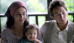 320 Bob and Sara Dylan with their daughter Anna on the porch of Byrdcliff home, Woodstock, NY, 1968